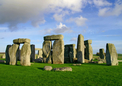 a history of stonehenge History of stonehenge stonehenge is perhaps the world's most famous prehistoric monument it was built in several stages: the first monument was an early henge monument, built about 5,000.